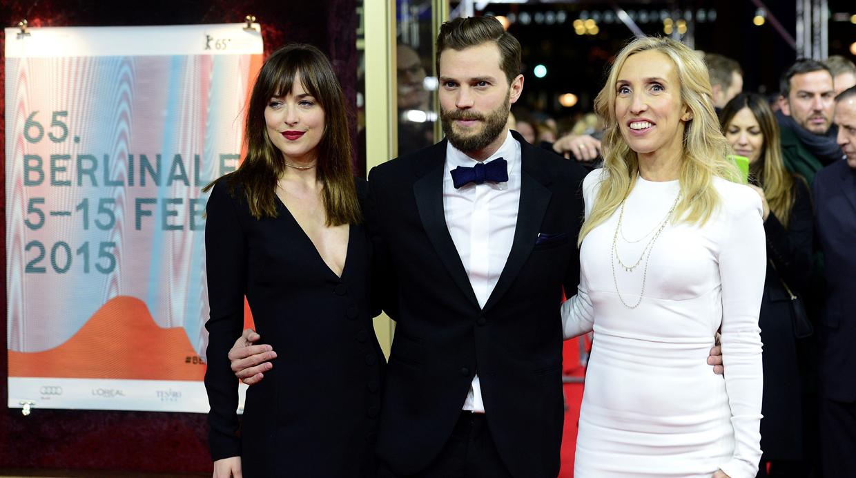 Sam Taylor Johnson, Dakota Johsnon y Jamie Dornan posan para la prensa alemana en el estreno de 50 sombras de Grey