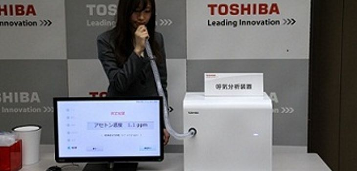 Máquina Toshiba analiza aliento