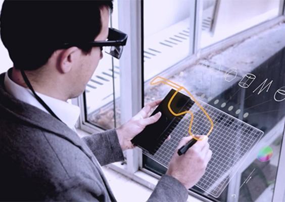 El proyecto se trata de una tableta de dibujo con un lápiz digital y unos lentes de realidad aumentada