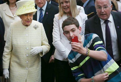 Selfie-reina Isabel II-1