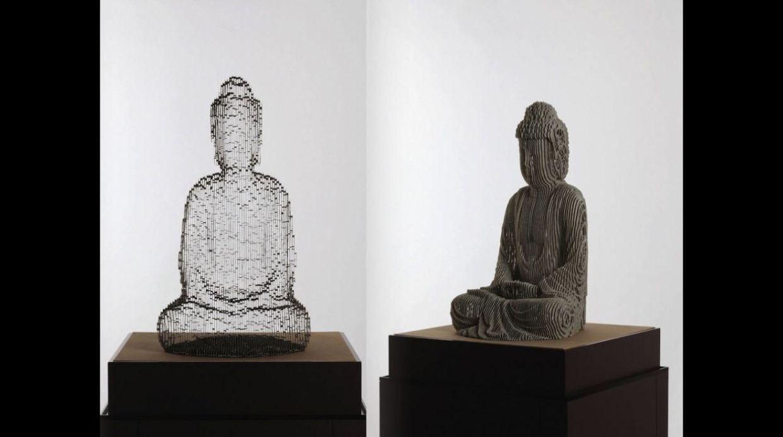 Aquí la versión gris de la escultura
