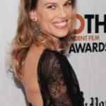 Hilary Swank interpretará a la pionera de las carreras Janet Guthrie en la adaptación del largometraje de «Speed Girl»
